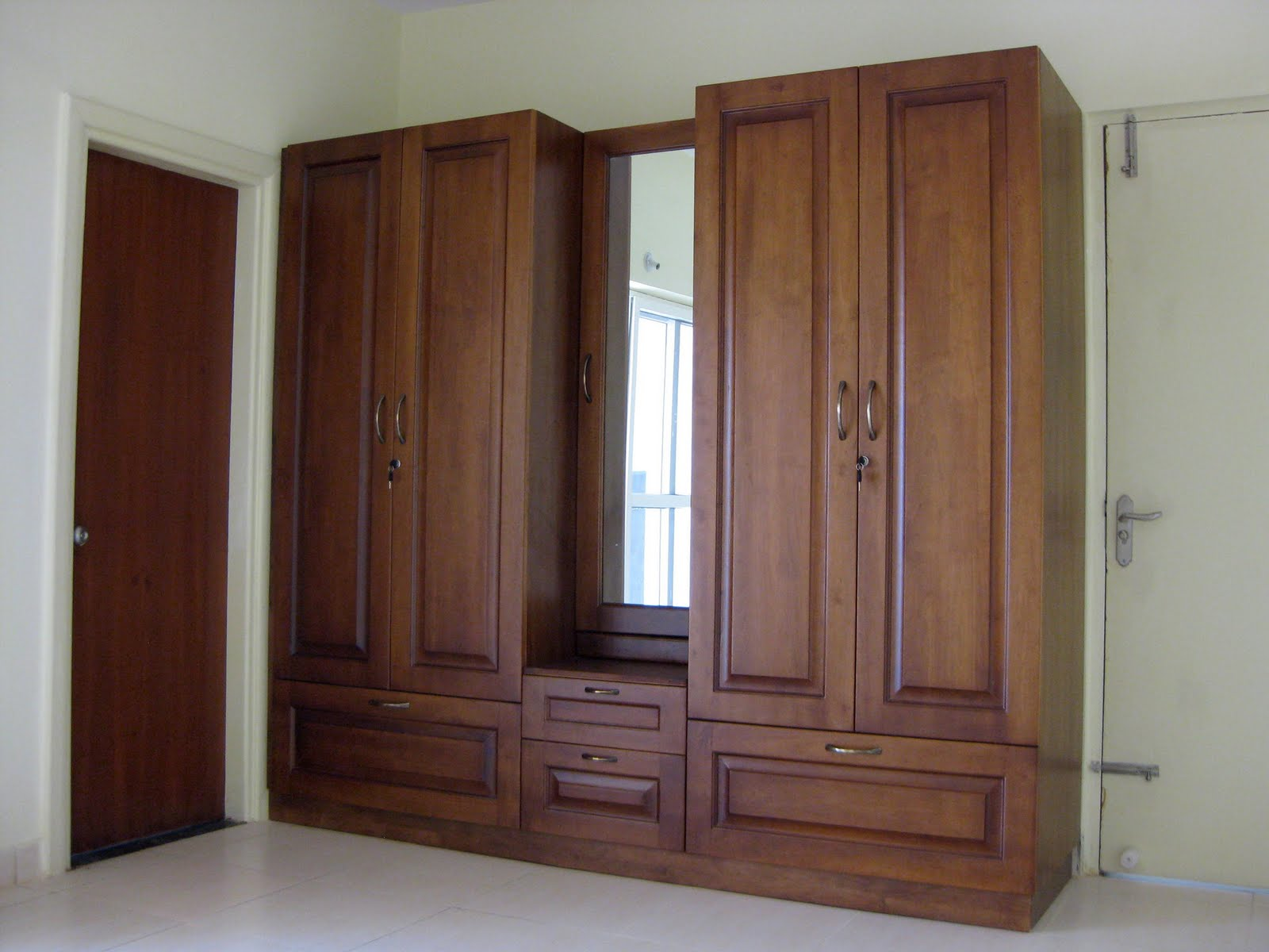 Excellent Wardrobe with Mirror 1600 x 1200 · 135 kB · jpeg