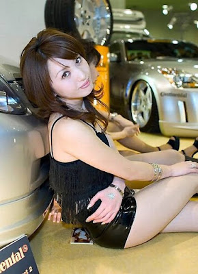 Chinese girls car model photo gallery