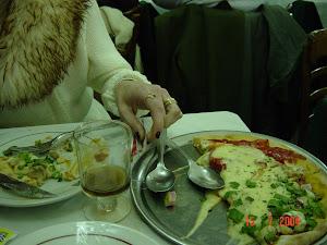PIZZARIA LOS LADRONES, depois de umas Champagnes no hotel nós não sabiamos nem o sabor que viria!