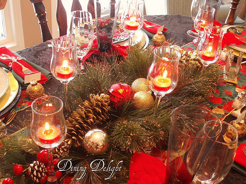 Christmas table decorations red and gold