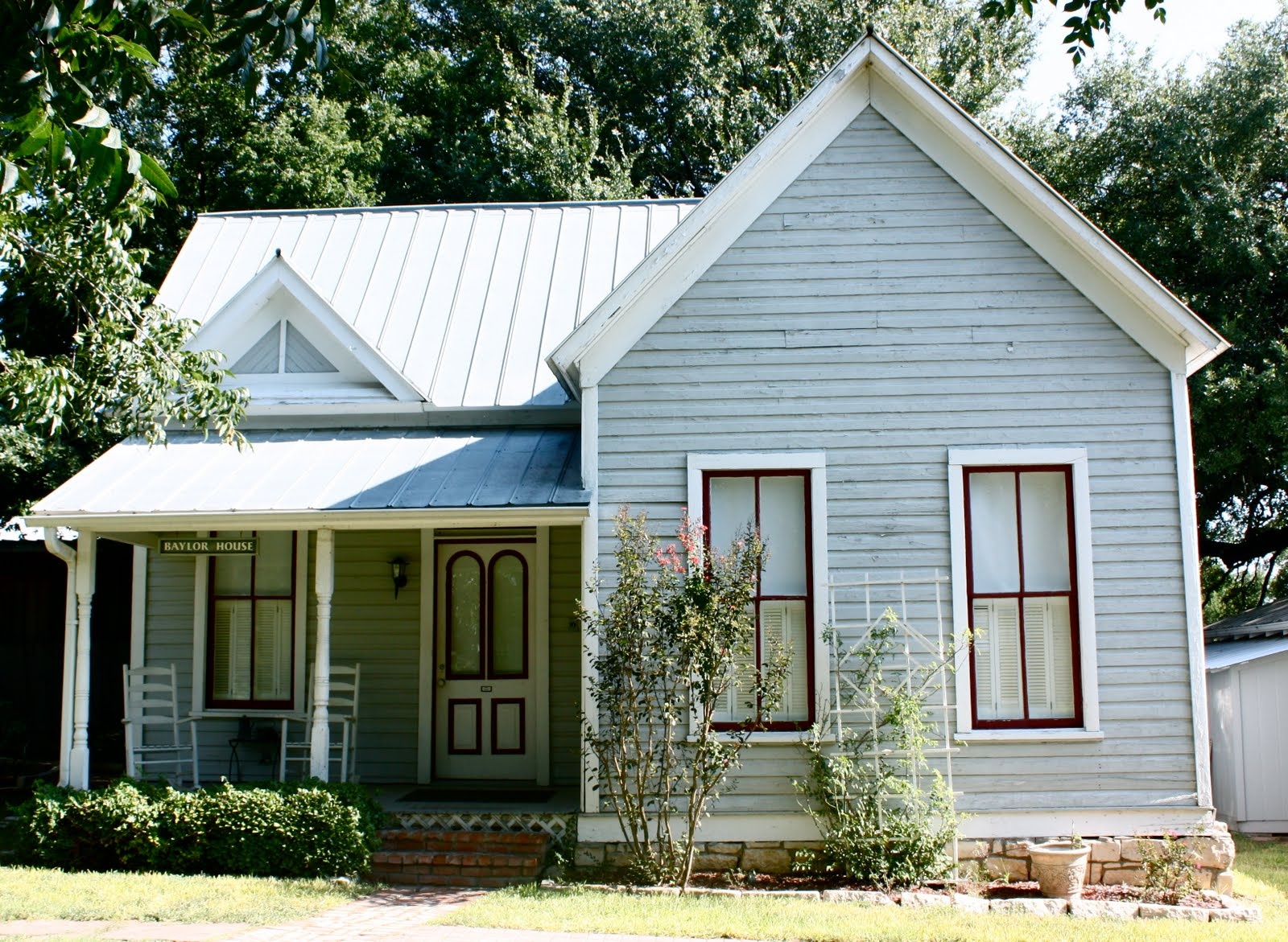 Terribly interesting the baylor cottage in salado texas for Texas cottage