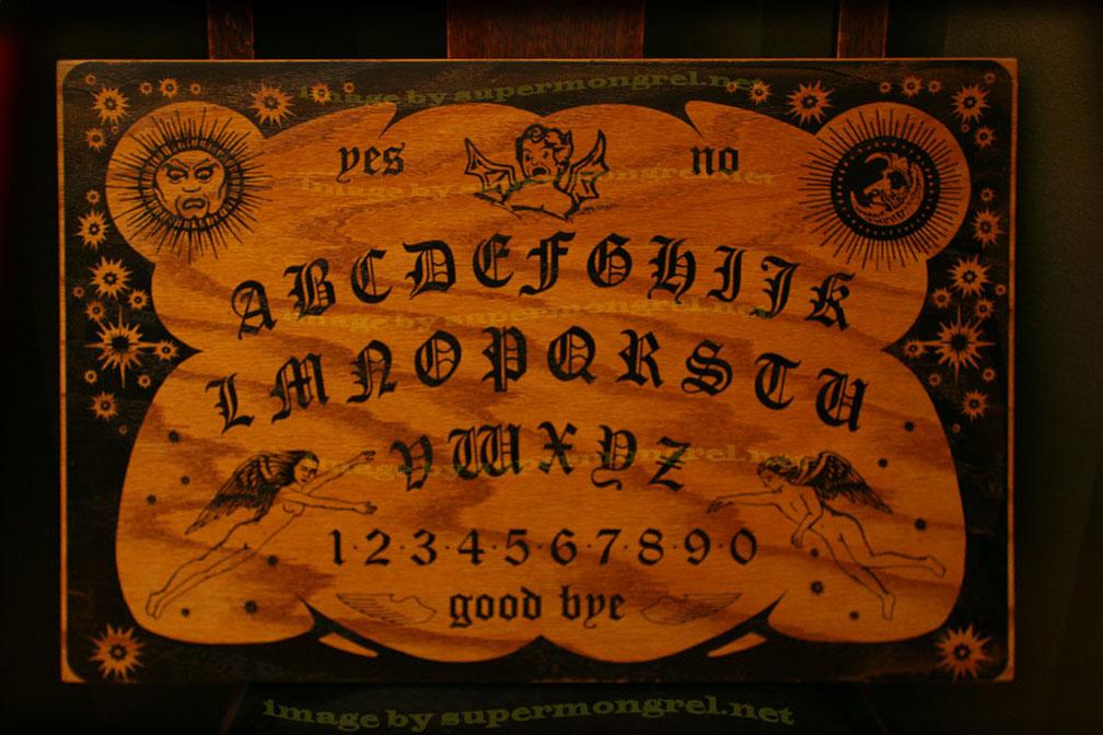 Unusual circumstances around world ouija a freaky game - La tavola di ouija ...