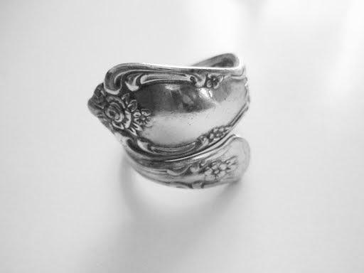 Rogers Oneida Ltd Spoon Ring
