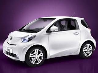 la nuova Toyota iQ minicar speciale per città a 3 posti in 3 metri!