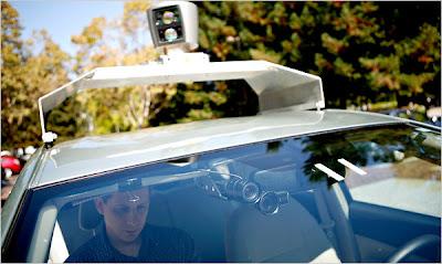 auto robotizzata google car. Google studia la nuova auto del futuro che si muove in modo automatico senza bisogno di un autista