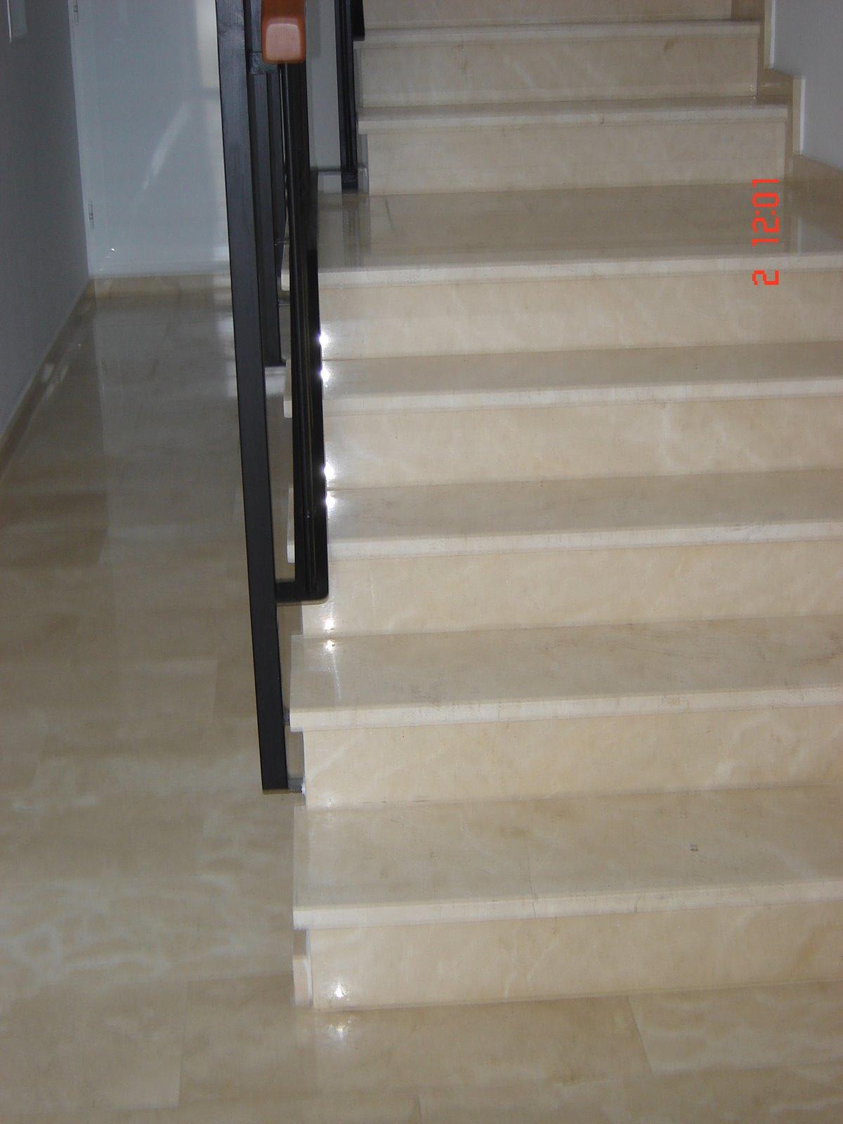 Reformas en general escalera de marmol for Colores de marmol para escaleras