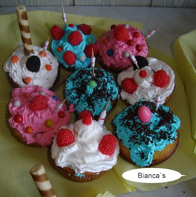 Articole culinare : Muffins-i decorati (Cupcakes)