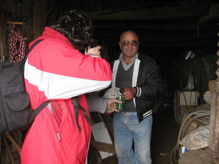 Na adega das Dores - Um copo de licor Angelica