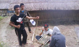 perlengkapan kelas dari bambu