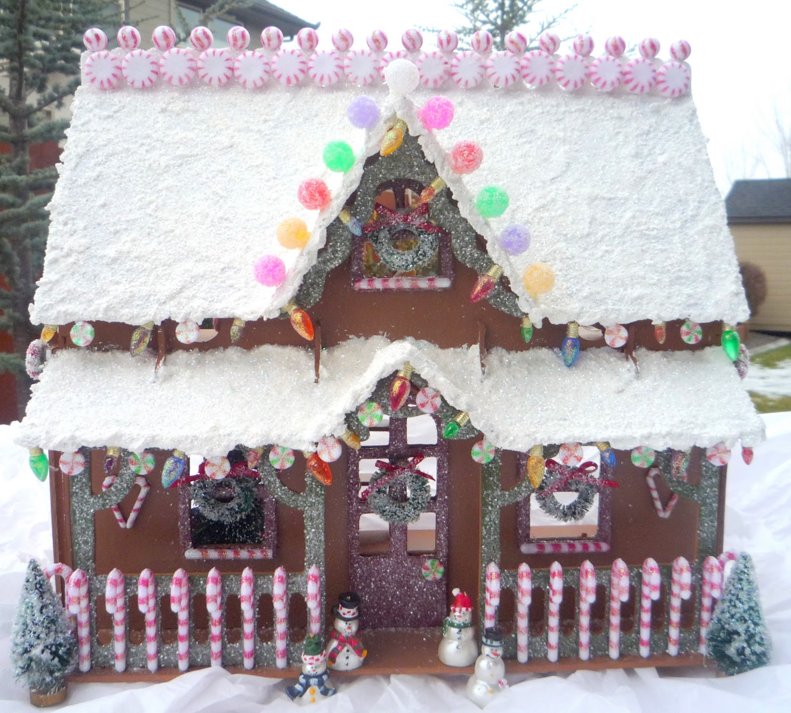Crafty sisters this aint your mommas gingerbread house this aint your mommas gingerbread house solutioingenieria Choice Image