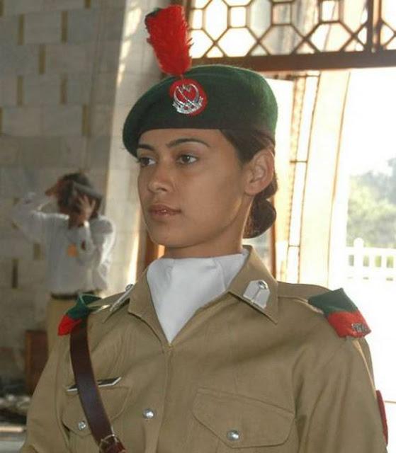 Những nữ cảnh sát dũng cảm xinh đẹp của các nước World%27s+Most+Bravest+Uniformed+Ladies+31