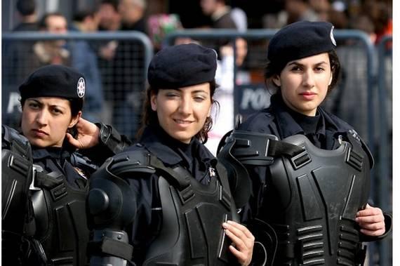 Những nữ cảnh sát dũng cảm xinh đẹp của các nước World%27s+Most+Bravest+Uniformed+Ladies+44