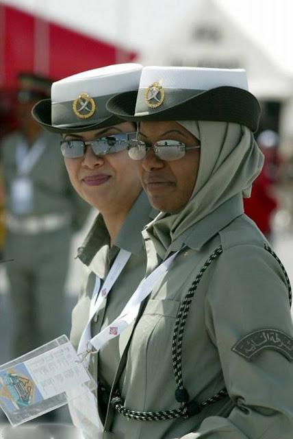 Những nữ cảnh sát dũng cảm xinh đẹp của các nước World%27s+Most+Bravest+Uniformed+Ladies+04