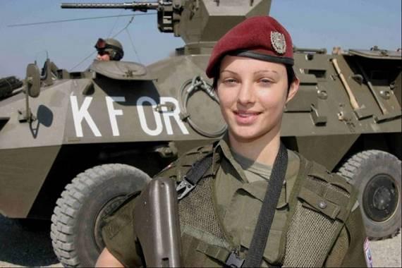 Những nữ cảnh sát dũng cảm xinh đẹp của các nước World%27s+Most+Bravest+Uniformed+Ladies+03
