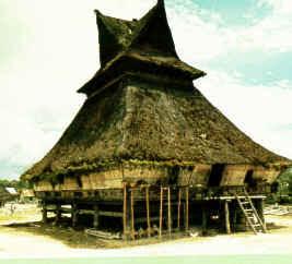 Rumah adat batak karo