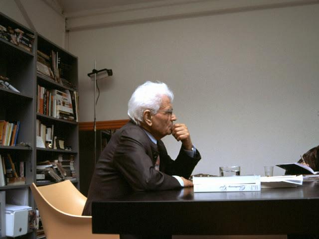Jaques Derrida lecturing at European Graduate School. 2004. Photograph: Hendrik Speck