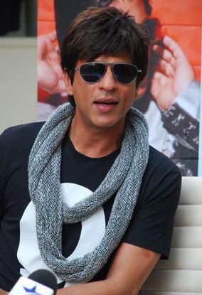 Shahrukh Khan scarf Billu Barber press meet