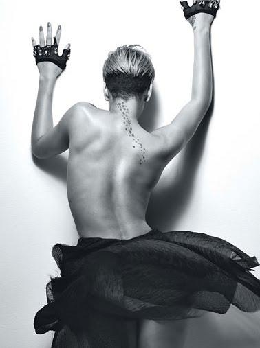 Rihanna-W mag-fashionablyfly.blogspot.com