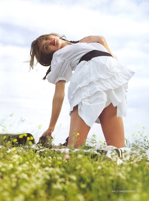 Miranda Kerr-Vogue-Fashionablyfly.blogspot.com