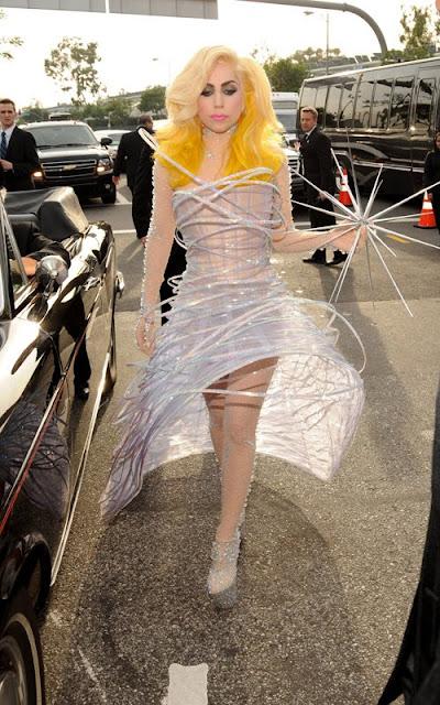 Lady Gaga+Grammy 2010+fashionablyfly.blogspot.com