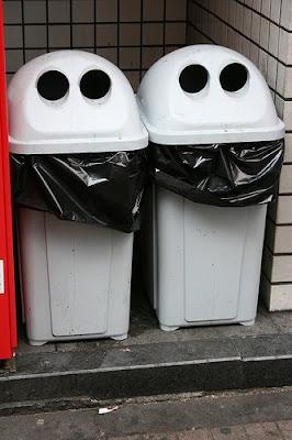 tong sampah berbentuk wajah