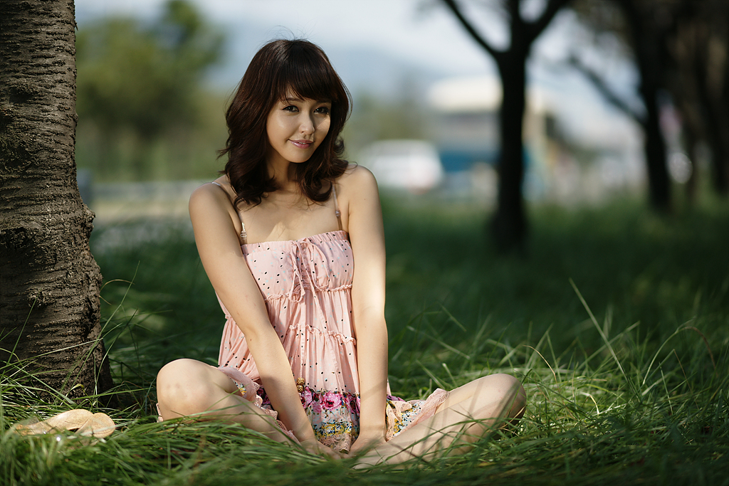 Kang Yui in a pink dress