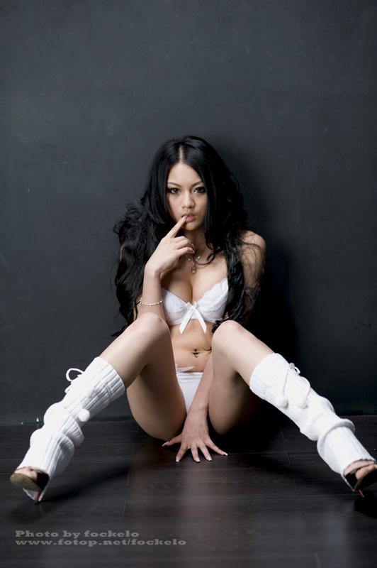 Zheng Yifei in Loose Socks