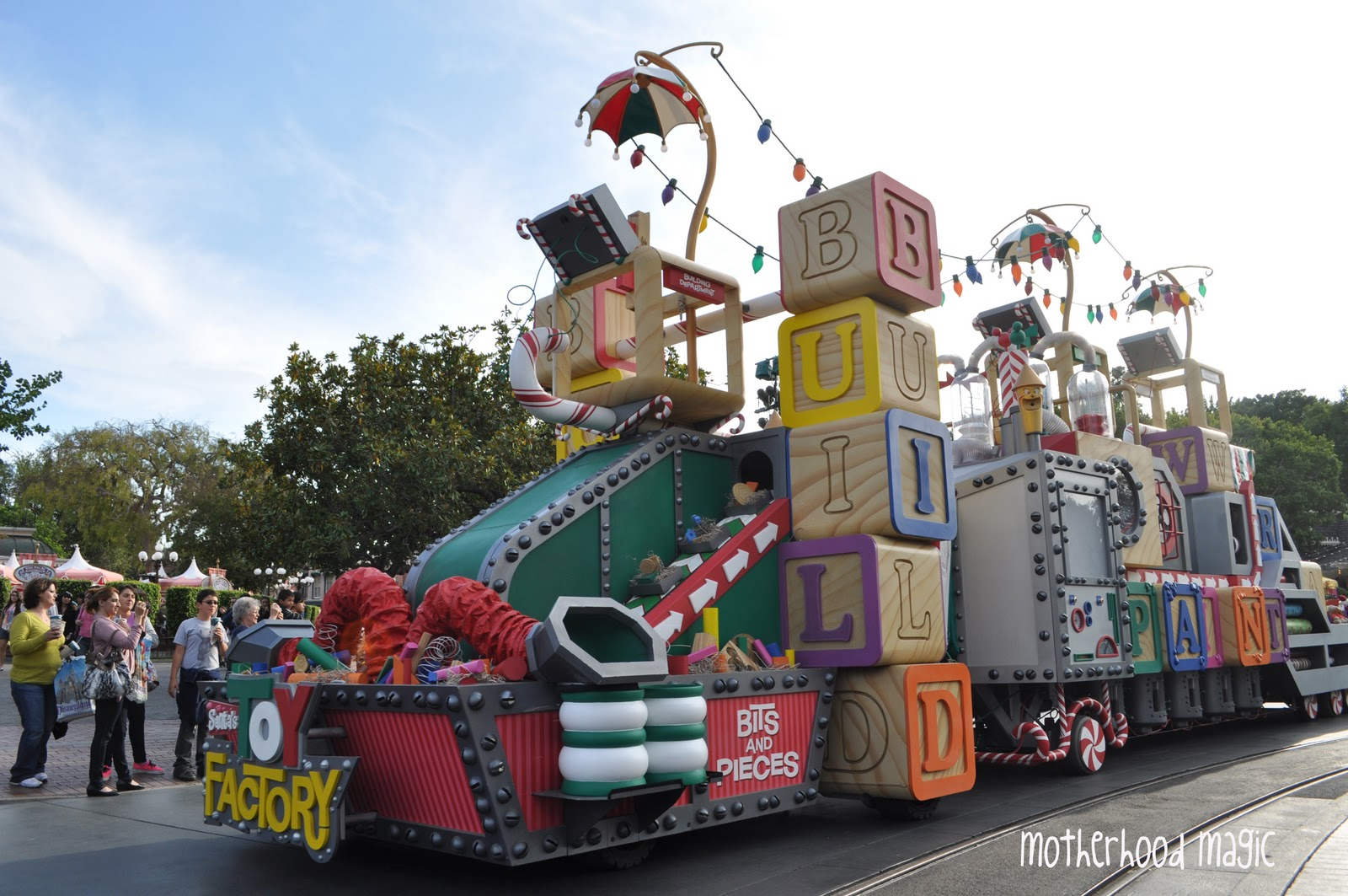 Christmas parade ideas - Magical Days With The Mouse Filming For Christmas At Disneyland