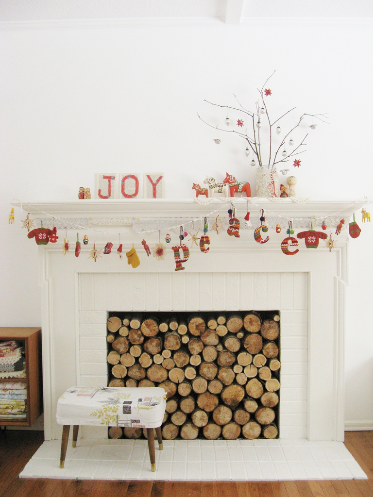 Inspire bohemia fireplace mantle decor for the holidays for How to decorate a fireplace for christmas