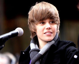 Favorite Girl Justin Bieber on Justin Bieber  Selena Gomez Is One Less Lonely Girl