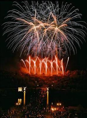 Artificii in forma de palmier - turnuri  Praga