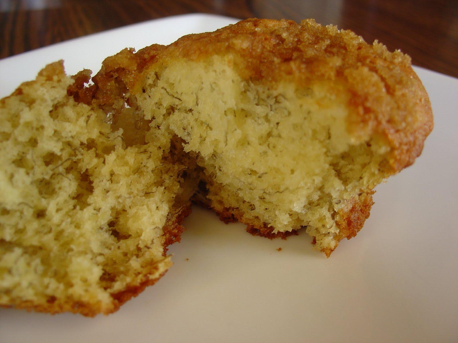 The Sisters Dish: Banana Crumb Muffins
