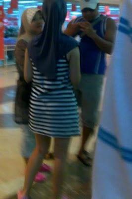 Foto Hot Gadis Berjilbab Tampil Mesum di Tempat Umum