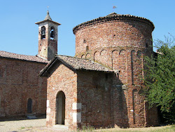 La cascina Pieve: chiesa e battistero