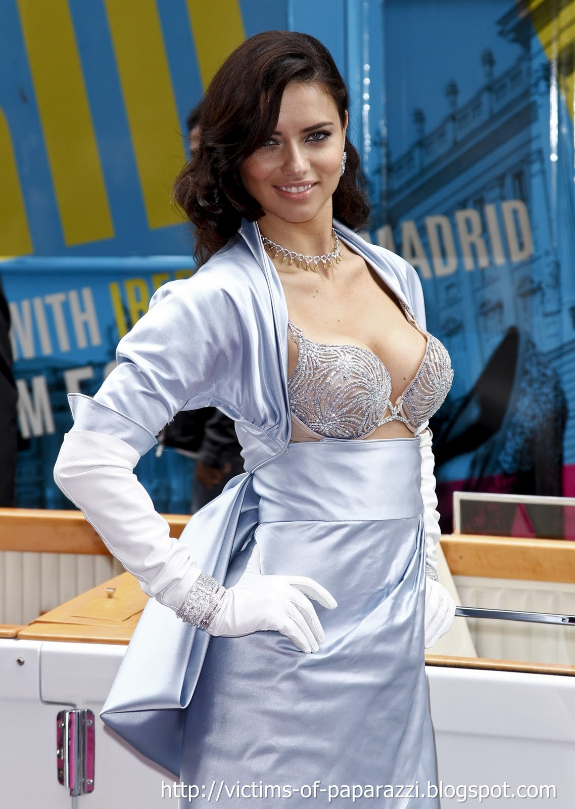 http://1.bp.blogspot.com/_NFcDSk31Yq8/TM-VzbFgmhI/AAAAAAAAATc/8q_vdgNLKmc/s1600/Adriana+Lima+bra+1.jpg