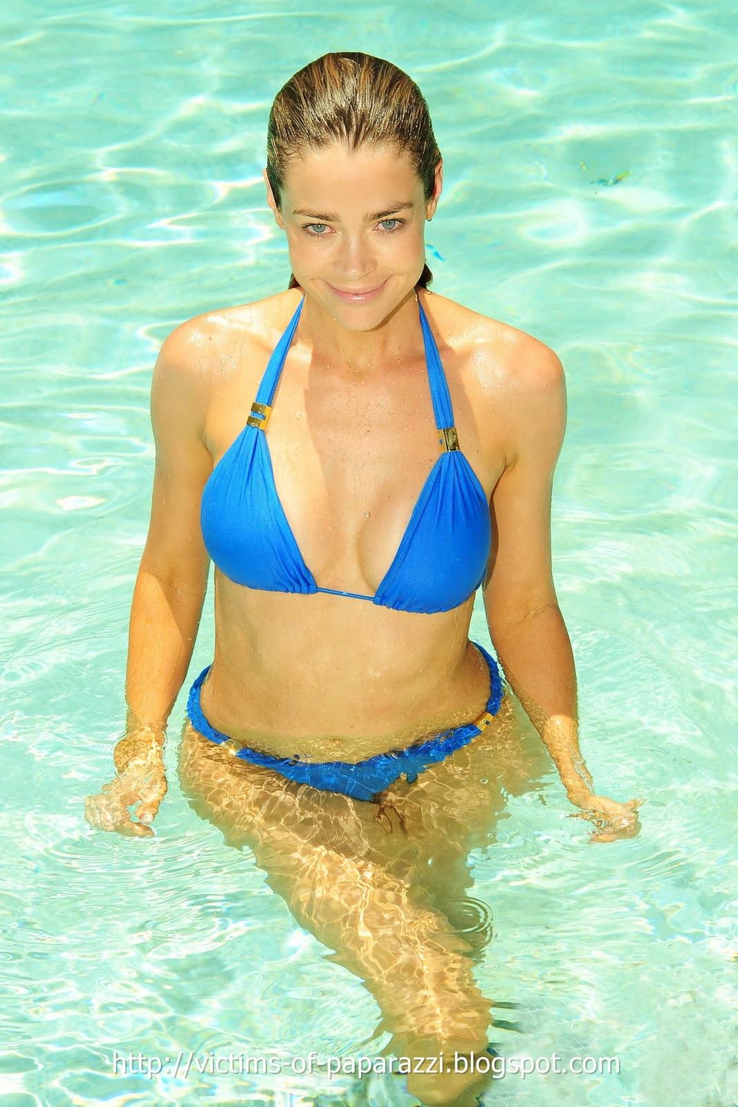 http://1.bp.blogspot.com/_NFcDSk31Yq8/TM_c34aU9kI/AAAAAAAAAV8/JZSYqzBxWkg/s1600/Denise+Richards+blue+bikini+3.jpg