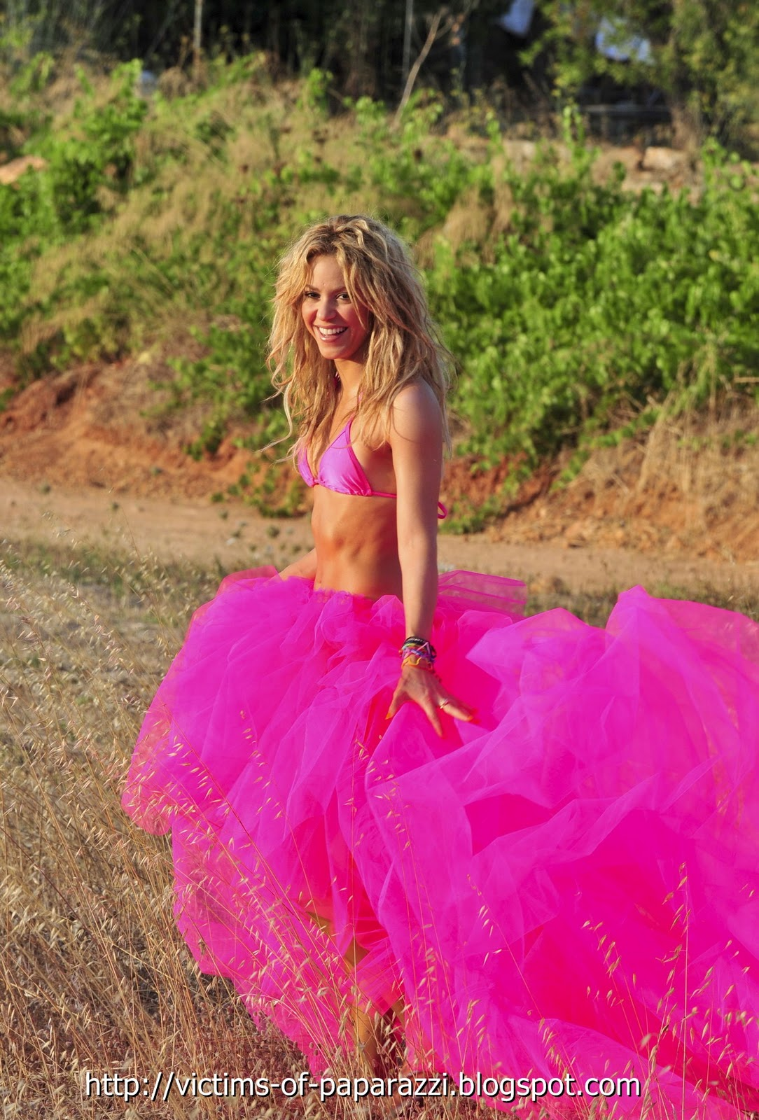 http://1.bp.blogspot.com/_NFcDSk31Yq8/TNGB3mEYWCI/AAAAAAAAAZ4/PYWFtnmownw/s1600/Shakira%2B%E2%80%93%2BPink%2BBikini%2BPhotoshoot%2B4.jpg