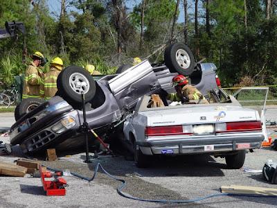 http://1.bp.blogspot.com/_NMoRTg4vBaA/R8Q3uqQwksI/AAAAAAAAE2E/nPNSaC41cUc/s400/acidente.jpg