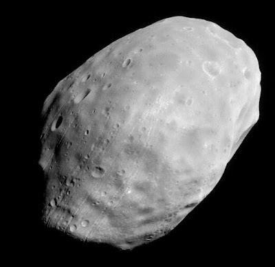 Phobos Picture - Mars Global Surveyor