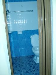 Contoh tandas bilik hotel