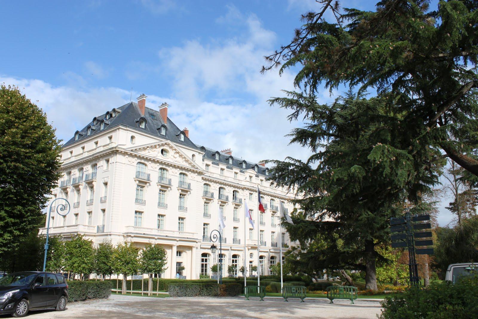 Et caetara le trianon palace - Piscine bassins anniversaire versailles ...