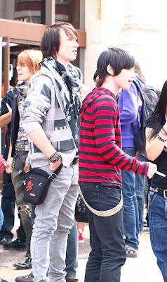http://1.bp.blogspot.com/_NO2UOMMYKZ0/SONhEBtTvfI/AAAAAAAABY8/kKOjkEvv8eI/s400/Emo+Fashion.jpg