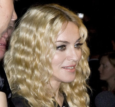Female Celebrity Hairstyles 2008 Winter Lindsay Lohan Wavy Hairstyle