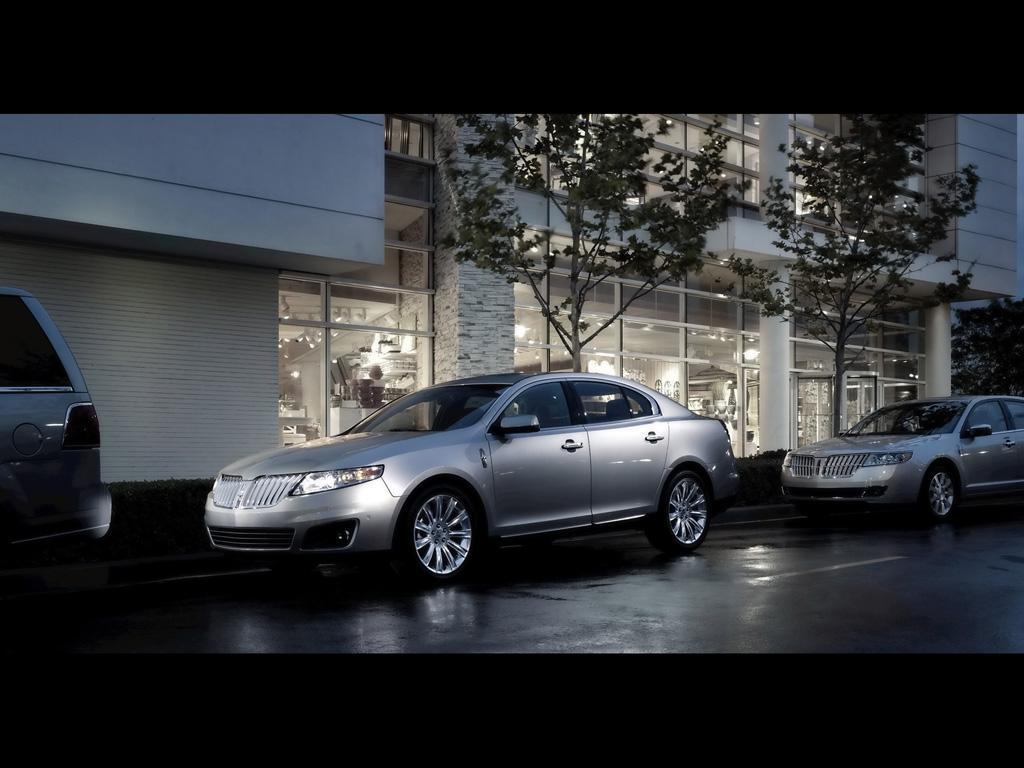 2011 Lincoln MKS Pics