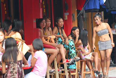 1.bp.blogspot.com/_NPdz06kAEgw/TLg-QzQPCHI/AAAAAAAABDw/WtjeT02F6jk/s400/Thai_Pattaya_soi6.jpg