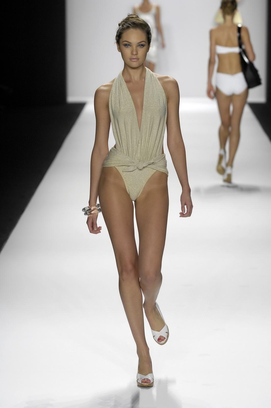 http://1.bp.blogspot.com/_NRGPIrDtEg8/TQsbjBcoiRI/AAAAAAAAAX0/qilKISHRZVA/s1600/Candice_Swanepoel_supery_Bathing_Suit_7.jpg