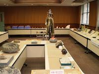 化石や模型、毛皮などがずらりと並ぶ会場