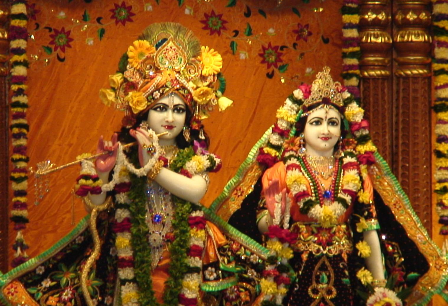 http://1.bp.blogspot.com/_NSGngat267s/TQcGAMTpJ4I/AAAAAAAAAD0/p_Rqnri7O1g/s1600/Radha_Krishna_ISKCON_Tirupati.JPG