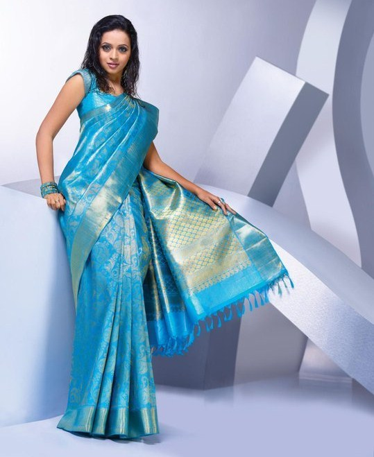 Actress Bhavana Latest Pics in Saree hot photos