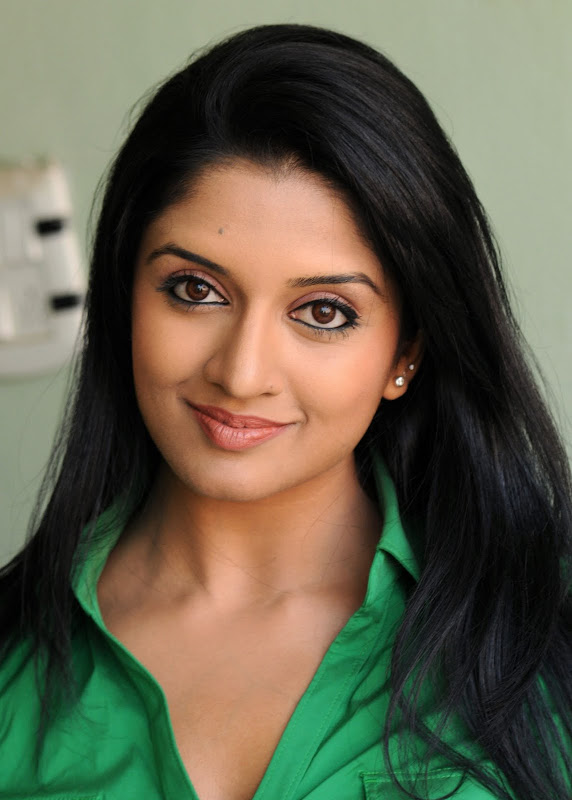 Actress Vimala Raman HQ Latest Stills hot photos
